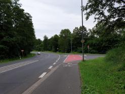 Neue Markierung an der Einmündung Gailbacher Straße