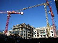 Rohbauten, Baustelle mit Baukränen