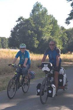 Der Stadtradeln-Botschafter mit der Stadtradeln-Koordinatorin beim Radfahren