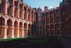 Saint-Germain-en-Laye Sarayı iç avlusu.