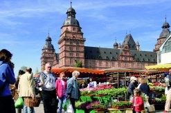 Wochenmarkt auf dem Schloßplatz