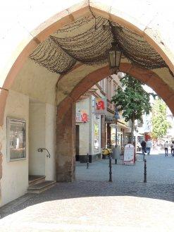 Das Sandtor war einst Stadttor und gehörte zur mittelalterlichen Stadtbefestigung.