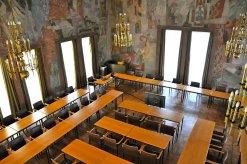 Blick von der Empore in den Sitzungssaal.