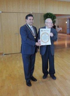 Josef Syndicus erhält Bürgermedaille