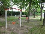 Kleinkinder-Schaukel und Wipptiere auf dem Spielplatz Buchenweg