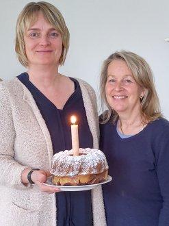 Bettina Kaufmann und Sabine Eisenschien-Hanesch (v.l.) freuen sich über ein erfolgreiches erstes Jahr im Familienstützpunkt Schweinheim