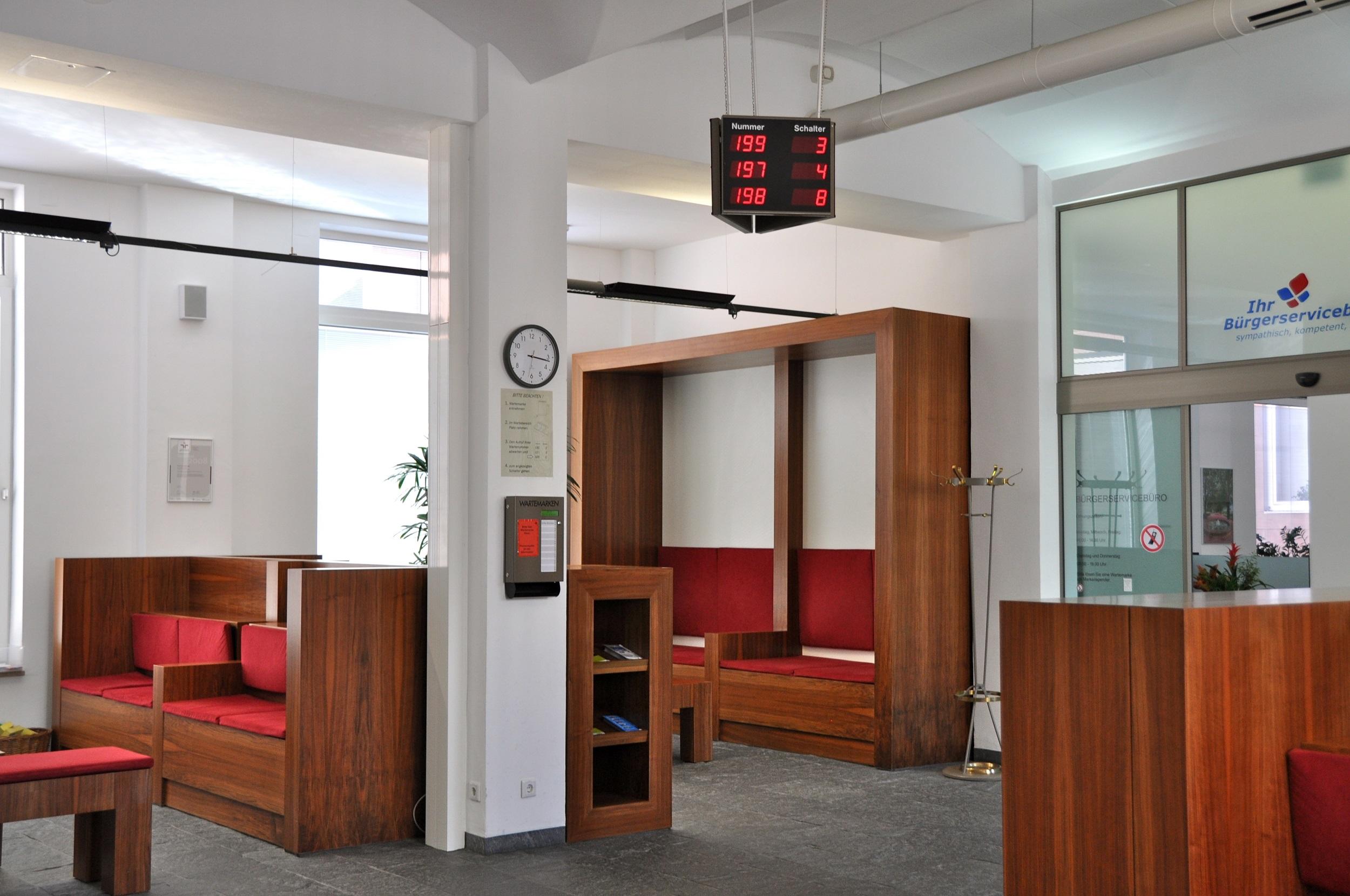 Blick in Wartezone des Bürgerservicebüros
