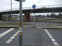 Neuer Haltegriff an einer Fußgängerampel