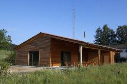 Umweltstation mit Terrasse von Süden aus gesehen