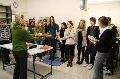 Führung einer Schulklasse durch das Stadt- und Stiftsarchiv