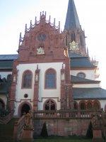 Das Portal der Stiftskirche in Aschaffenburg