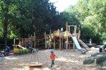 Sandkasten mit Spiellandschaft auf dem Spielplatz Geschlossenes Schöntal