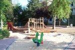 Wassermatschanlage und grünes Wipptier auf dem Spielplatz Händelstraße