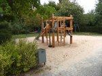 Sandbaustelle mit Rutsche auf dem Spielplatz Hindemithstraße